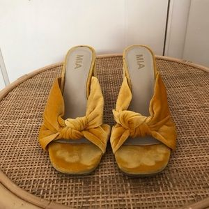 MIA Yellow Velvet Knotted Wedges size 8
